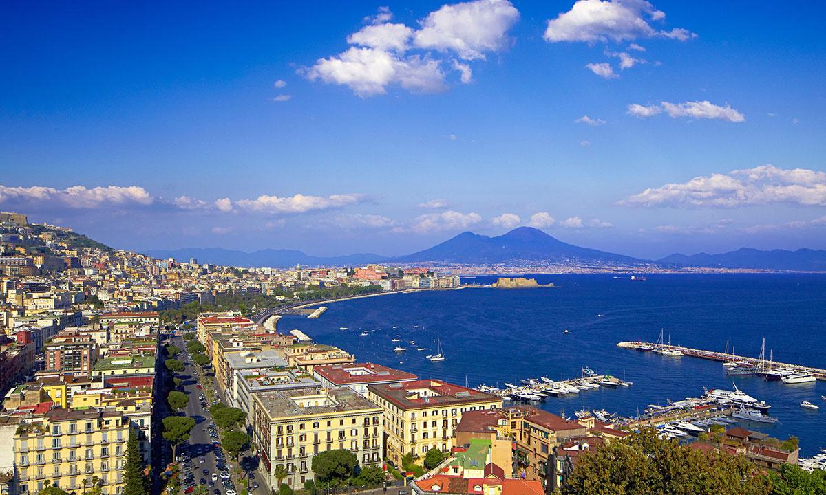 Il panorama di Napoli e il Vesuvio sullo sfondo